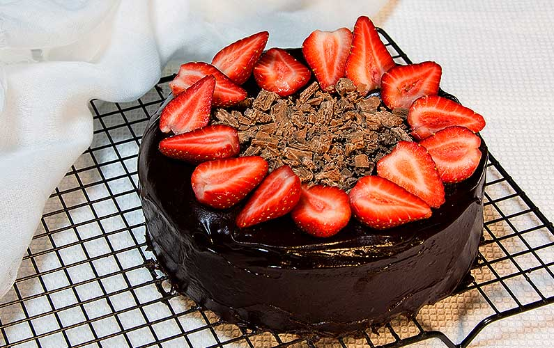 Chocolate Cake with Strawberries - cooking at home is fun!